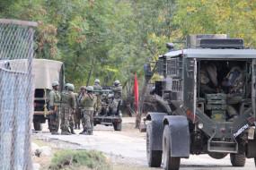 पुलवामा में सेना के एंबुलेंस पर गोलीबारी, सैनिक, महिला घायल
