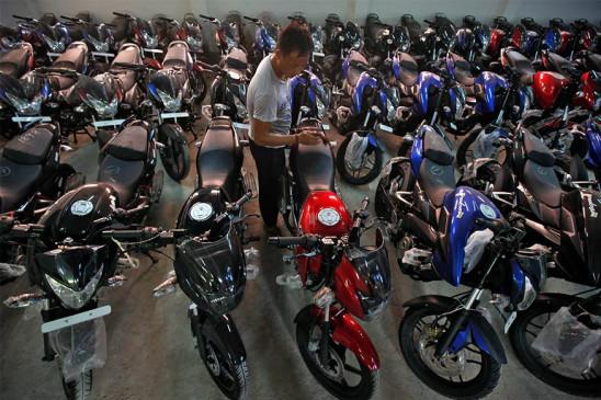 Sales down: Bajaj Auto की बिक्री जून में 31 प्रतिशत घटी