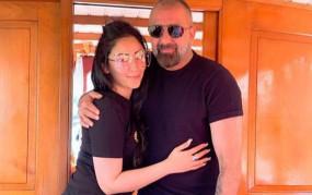 B'Day: संजय दत्त के जन्मदिन पर पत्नी मान्यता ने इस अंदाज में किया विश, बेटी ने कहा...