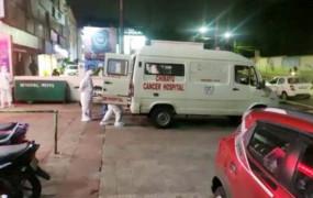 भोपाल: कोरोना मरीज को अस्पताल के बाहर छोड़ गया एंबुलेंस ड्राइवर, मौत, CM ने दिए जांच के आदेश