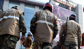 बिहार : पुलिस का नायाब तरीका, बैंडबाजा लेकर बदमाशों को खोजने उसके घर पहुंच रही