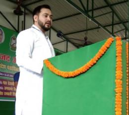बिहार चुनाव: लालू-राबड़ी के राज में हुई गलतियों के लिए तेजस्वी ने मांगी माफी, विपक्ष ने उठाए सवाल