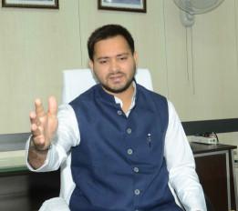 बिहार : उद्घाटन के 1 महीने में रामजानकी पथ टूटने पर तेजस्वी, कांग्रेस ने कसा तंज
