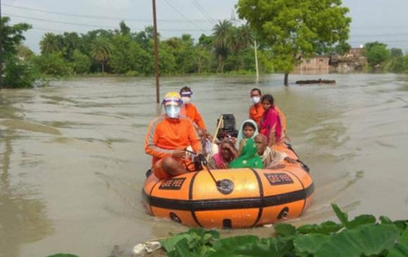 बिहार बाढ़: NDRF ने अबतक 3500 से अधिक लोगों को सुरक्षित स्थानों पर पहुंचाया