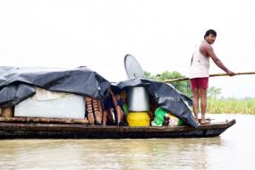 बिहार बाढ़: सभी नदियां उफान पर, आठ जिलों की चार लाख से अधिक की आबादी प्रभावित