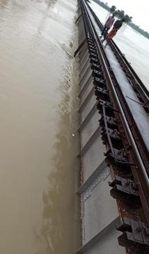 बिहार : बाढ़ के कारण समस्तीपुर-दरभंगा रेलखंड पर ट्रेनों का परिचालन रुका
