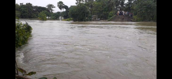 बिहार : बाढ़ के कारण सुगौली-नरकटियागंज रेलखंड पर भी परिचालन रोका गया