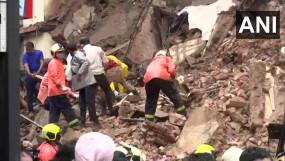 मुंबई में दो बड़े हादसे: मलवानी में चॉल गिरी, भानुशाली इमारत का हिस्सा ढहा, दोनों जगह बचाव कार्य जारी