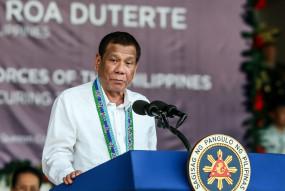 मास्क को पेट्रोल से साफ करें : फिलीपींस के राष्ट्रपति