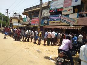 Lockdown: उत्तर प्रदेश वीकेंड पर बंद रहेगा, लेकिन खुली रहेंगी शराब की दुकानें