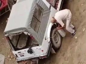 बिहार में पुलिस जिप्सी से पेट्रोल चुराते कांस्टेबल गिरफ्तार