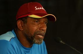 क्रिकेट वेस्टइंडीज के अध्यक्ष ने कहा, सिमंस की नौकरी सुरक्षित