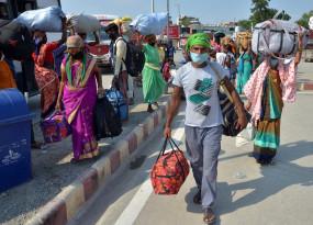 दिल्ली : काम की तलाश में फिर लौट आया परिवार