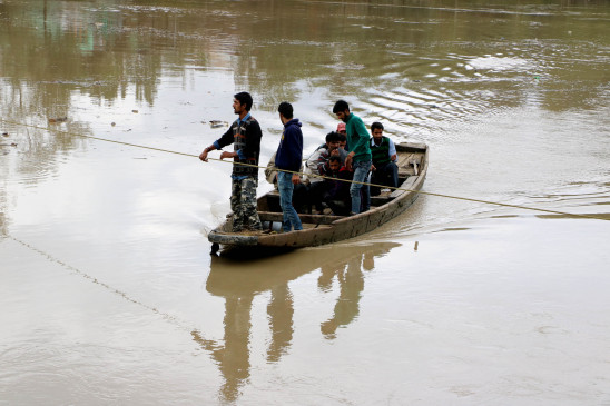 बिहार की नदियों में उफान जारी, बाढ़ से 30 प्रखंड प्रभावित