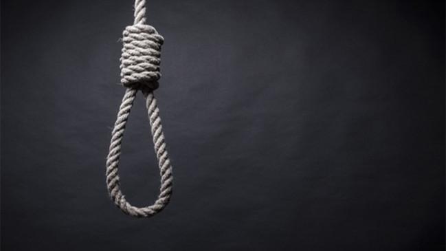 खजुराहो: कंटेनमेंट एरिया के अंदर बैरिकेट्स के पास लगे टेंट पर लटक कर युवक ने लगाई फांसी