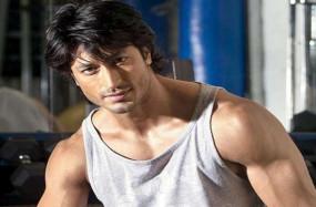 Bollywood: मैं स्टार का बेटा नहीं हूं, दोस्ती के कारण टिक सका: विद्युत जामवाल