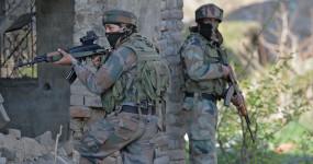 जम्मू-कश्मीर: कुलगाम में आतंकियों ने पुलिसकर्मियों पर की फायरिंग, एक कॉन्स्टेबल शहीद