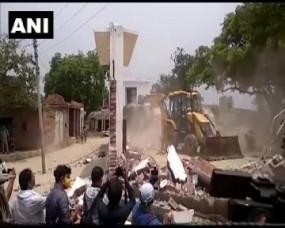 Kanpur: विकास दुबे से मिलीभगत का आरोप में चौबेपुर के SHO विनय तिवारी सस्पेंड, पुलिस ने गिराया आरोपी का घर, जब्त होगी पूरी संपत्ति