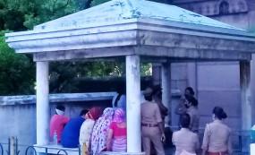 Kanpur: मीडिया पर भड़की विकास दुबे की पत्नी, कहा- एक दिन तुम्हारा भी आएगा, सबक जरूर सिखाऊंगी