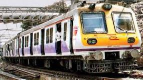 वकीलों को लोकल ट्रेन में यात्रा के लिए नहीं दे सकते अनुमति