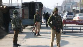 जम्मू-कश्मीर में लश्कर आतंकी का सहयोगी गिरफ्तार, हथियार और गोला-बारूद जब्त