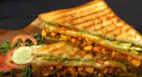 Breakfast: सिर्फ 10 मिनट में तवे पर ऐसे बनाएं चटपटी टेस्टी सैंडविच, जानें रेसिपी