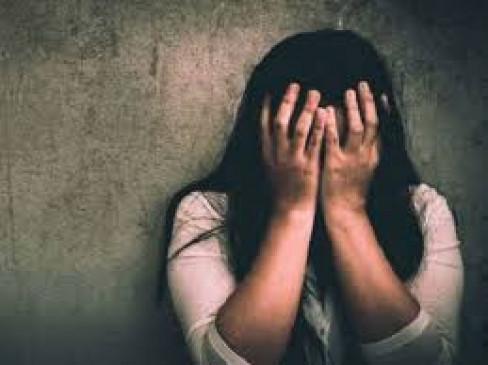 कोरोना जांच के बहाने युवती का विनयभंग, आरोपी गिरफ्तार, नौकरी से हटाया