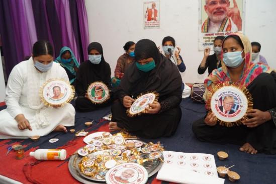 UP: वाराणसी की मुस्लिम महिलाओं ने पीएम मोदी को भेजी स्वदेशी राखियां