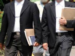 वकीलों की मदद के लिए कॉस्ट के 50 हजार दिए