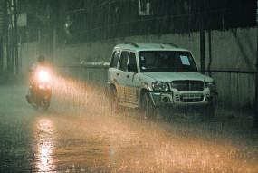नागपुर : रात में बारिश, दिन भर उमस ने कर रखा है हलाकान