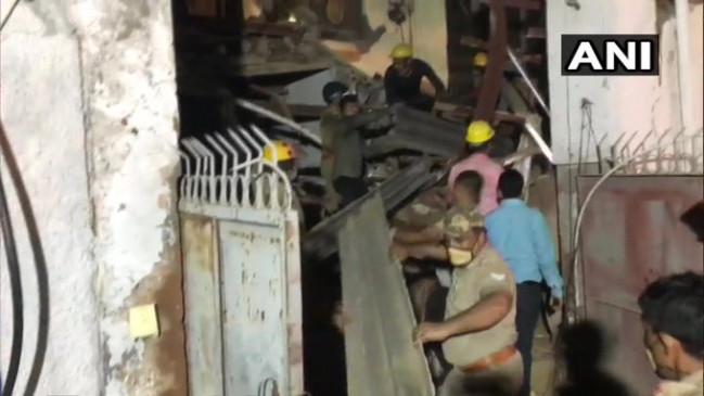 नोएडा: निर्माणाधीन इमारत ढही, ठेकेदार सहित 2 लोगों की मौत, अब तक चार लोगों को सुरक्षित निकाला, बचाव कार्य जारी