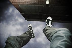 नोएडा : बुजुर्ग महिला 19वीं मंजिल से कूदी, हफ्तेभर में 6 आत्महत्याएं