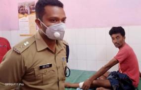 पुलिस ने 50 हजार के इनामी डकैत को पकड़ा - जंगल में मुठभेड़ के दौरान गैंग लीडर को लगी गोली