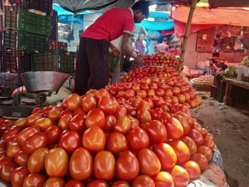 टमाटर के बाद आलू भी हुआ महंगा, हरी सब्जियों के दाम भी तेज