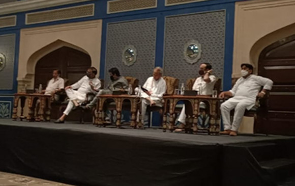 राजस्थान की सियासत: जयपुर में कांग्रेस विधायक दल की मीटिंग, गहलोत ने बुलाई कैबिनेट बैठक