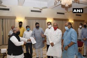 राजस्थान: राज्यपाल को भाजपा प्रतिनिधिमंडल ने सौंपा ज्ञापन, सीएम के इस्तीफे की मांग की