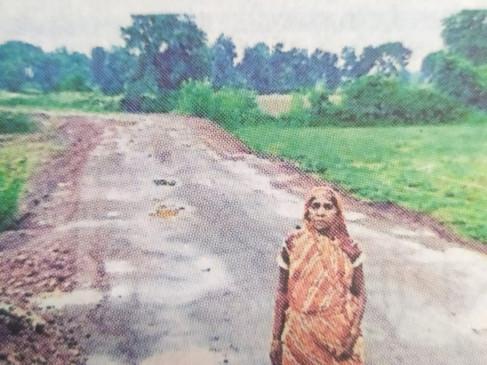 वृद्धा के खेत पर कब्जा कर बना दी सड़क, पुलिस ने खदान को किया सील