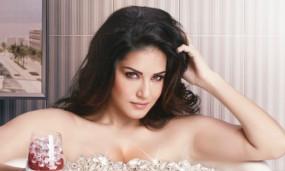 Bollywood: मेडिटेशन के लिए सनी लियोन को मिला नया पार्टनर, वीडियो हुआ वायरल