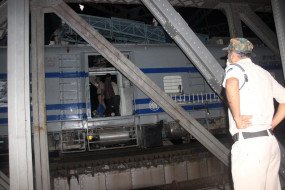 सतना नदी के रेल ब्रिज पर 2 घंटे फंसी रही सुपरफास्ट - विक्षिप्त युवक ने महानगरी समेत रोक दी 4 ट्रेनें
