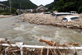 जापान में मूसलाधार बारिश के कारण 52 लोगों की मौत