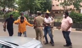 तेलंगाना में टीआरएस कार्यकर्ताओं का भाजपा सांसद के काफिले पर हमला