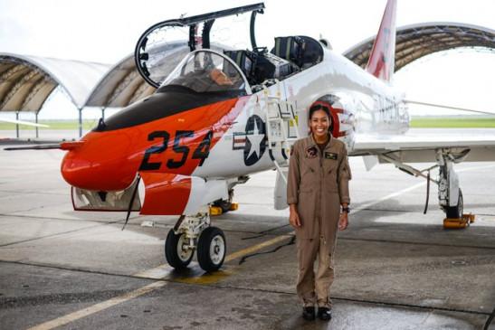 उपलब्धि: अमेरिकी नौसेना की एयरविंग में पहली अश्वेत महिला पायलट बनकर मेडलिन स्वीगल ने रचा इतिहास
