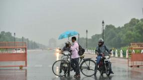 Weather: बारिश के बाद दिल्ली में गर्मी से राहत, देश के कई हिस्सों में बाढ़ के हालात