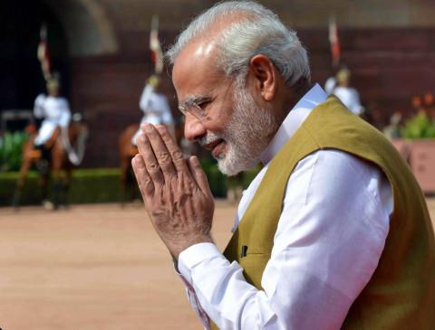 उप्र: वाराणसी की महिला कारीगरों ने PM मोदी के लिए भेजी लकड़ी की राखियां
