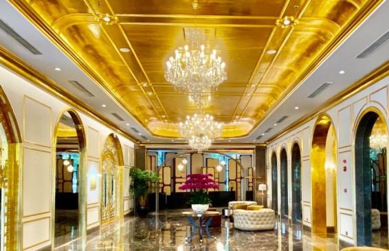 अजब- गजब: ये है सोने से बना दुनिया का पहला होटल, कमरों से लेकर टॉयलेट सीट भी सोने की