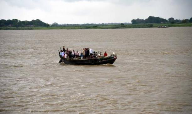 उप्र: मऊ में नाव पलटने से 5 की मौत, सीएम योगी ने किया 4-4 लाख रुपए की मदद का ऐलान
