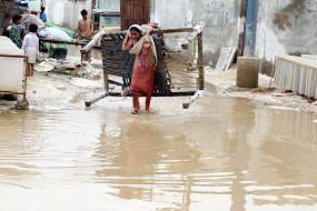 मानसून: पाकिस्तान में भारी बारिश का कहर, 19 बच्चों सहित 64 लोगों की मौत