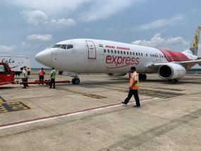 केरल के कोझिकोड में एयर इंडिया एक्सप्रेस का विमान रनवे से फिसला