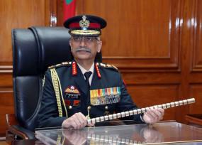 भारत-चीन तनाव: आर्मी चीफ ने फील्ड कमांडर्स से कहा- किसी भी स्थिति के लिए तैयार रहें, भारतीय नौसेना ने भी हिंद महासागर में बढ़ाई युद्धपोतों की तैनाती