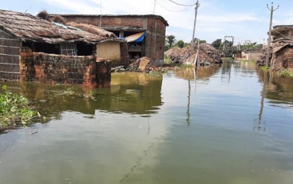 बिहार बाढ़: अबतक 21 लोगों की मौत, 16 जिलों के 70 लाख लोग प्रभावित, आर्थिक मदद देने में जुटी सरकार